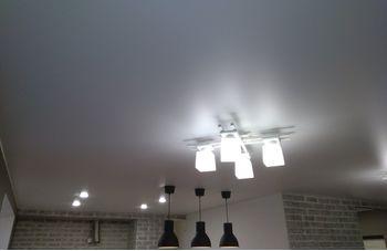 Установка натяжного потолка на кухне фото