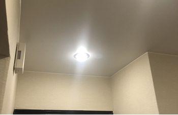 Натяжной потолок в прихожей